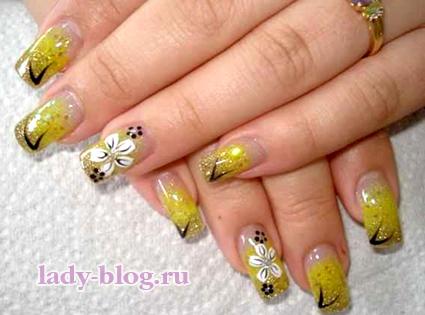 Цветы - рисунок на ногтях летний