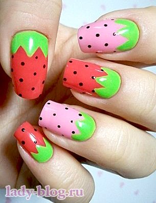 Летний рисунок на ногтях - ягода -клубника