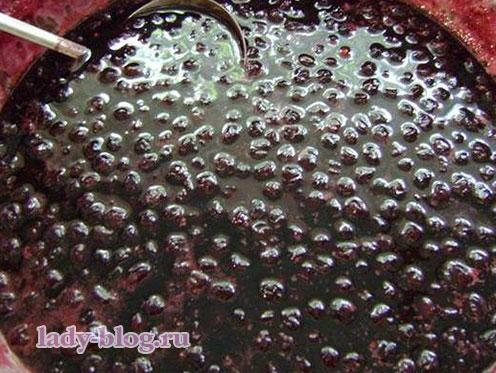 Варить варенье из вишни пятиминутка