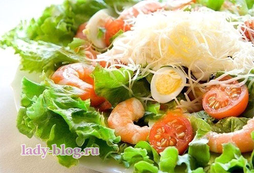 Салат с креветкамии яйцами
