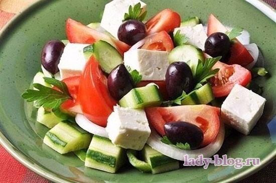 Салат овощной без маойнеза с сыром фета