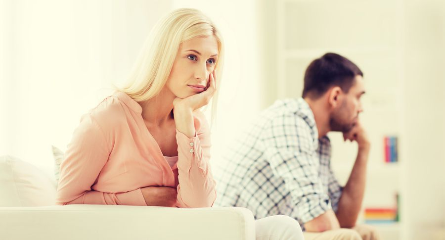 Встречаетесь с парнем и думаете, что он вас любит? А может пора снять розовые очки? Читайте, почему не стоит зацикливаться на отношениях.