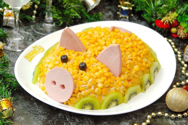 Новогодняя свинка- салаты на стол