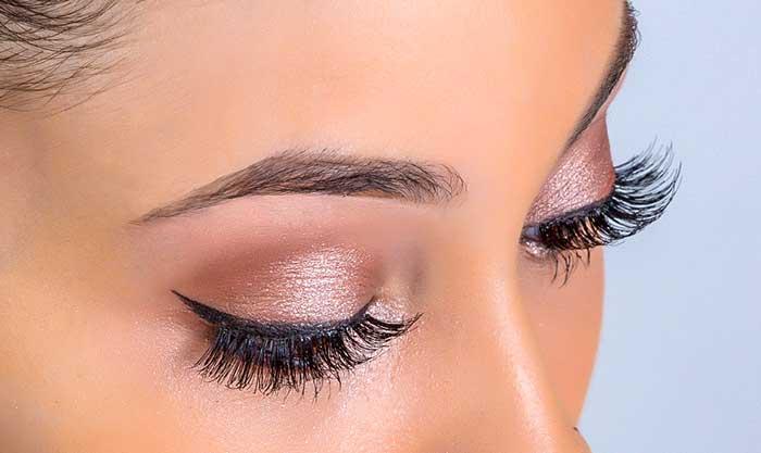 Урок макияжа: как самостоятельно клеить накладные ресницы + видео